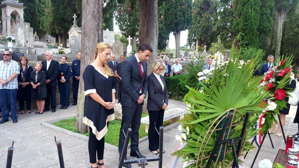 Polaganjem vijenaca započelo obilježavanje Dana neovisnosti Republike Hrvatske